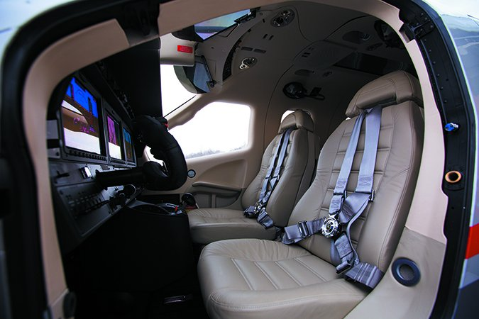 daher tbm 930 pilot entry