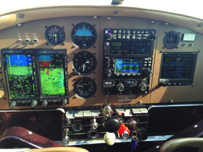 1 1953_Cessna_195B_(VH-VLD)_and_1948_Cessna_190_(VH-AAL)_at_Temora