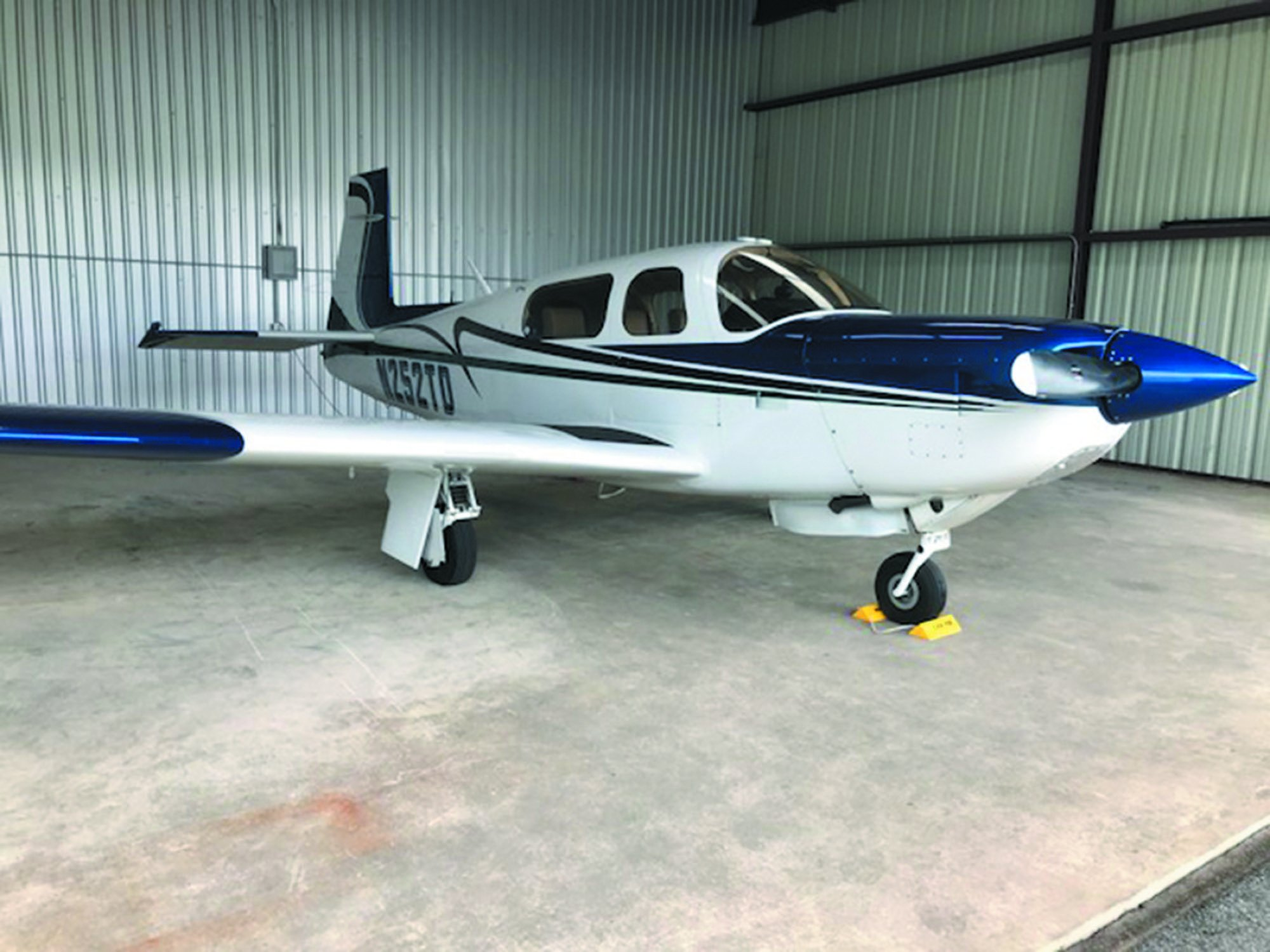 6 Mooney 231 HANGAR